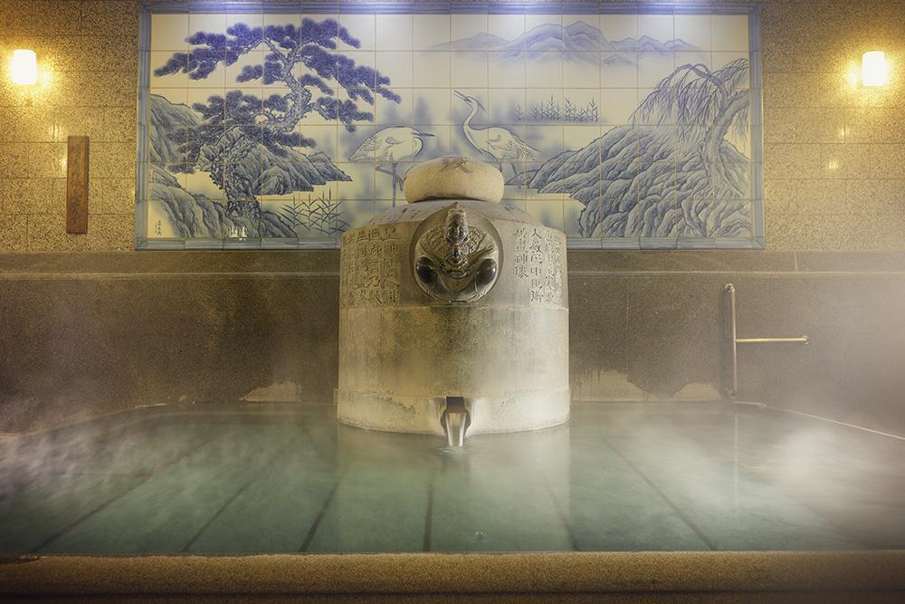 以拥有3000年历史而闻名的道后温泉。仅仅只是入浴是无法深切感受到 道后温泉的深邃魅力。