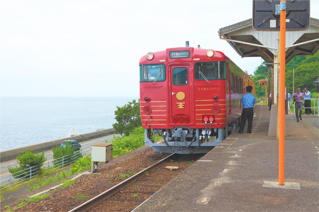 搭乘充满时尚复古气息的观光列车,享受愉悦的铁道之旅。